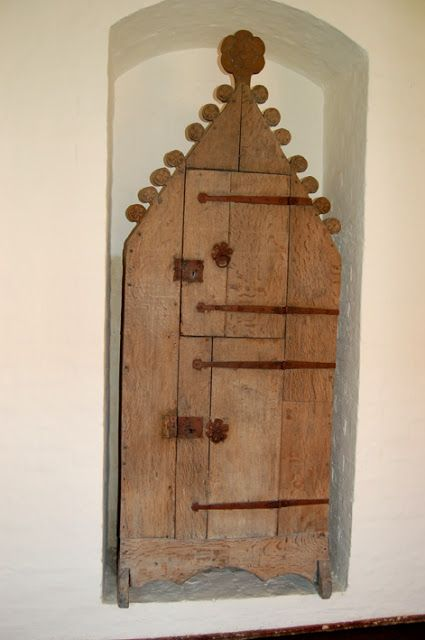 St. Thomas guild - medieval woodworking, furniture and other crafts: 14th century armoires from the Luneburger convents