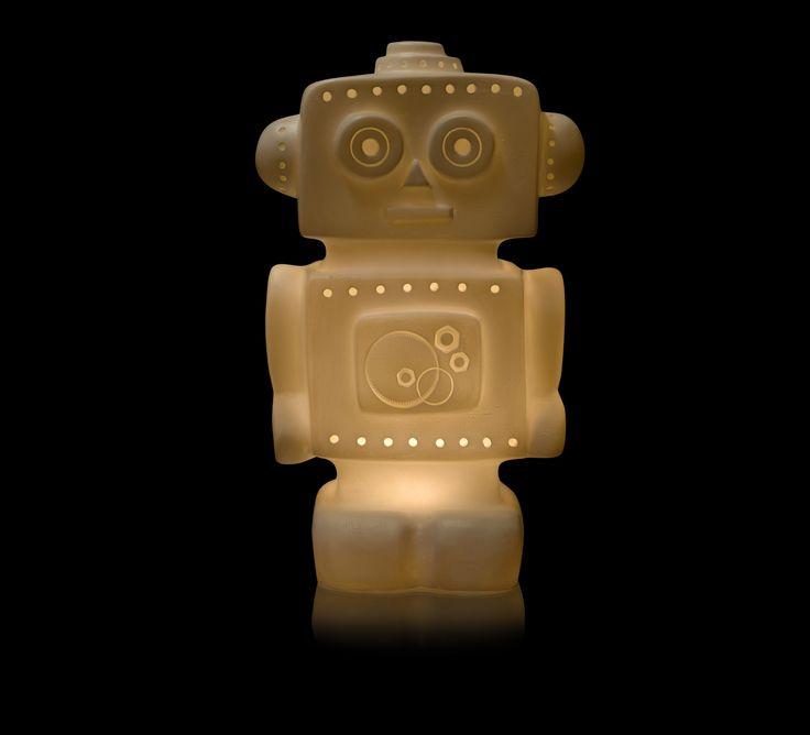 Signée par la dessinatrice belge, Gaëtane Lannoy,  en 2017, cette nouvelle veilleuse robot blanche  égayera la chambre de votre enfant.   #gaetannelannoy #egmonttoys #robot #blanc #veilleuse #white #night light #eclairage #lighting #child #childhood #enfant #mondeenfantin #bedroom #chambre #boy #garçon #fabric #ceramic #ceramique #led #sansphtalates #nophtalates #amazing  #artisanale #handcraft #interior #interieur #maison #home #room