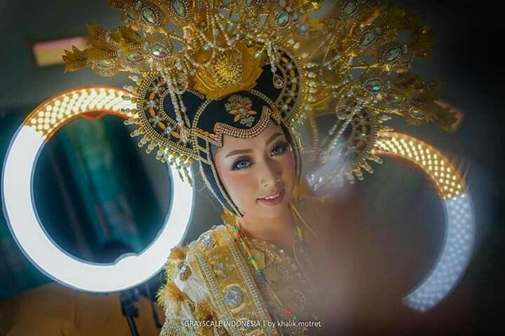 Baju Adat Makassar Perempuan