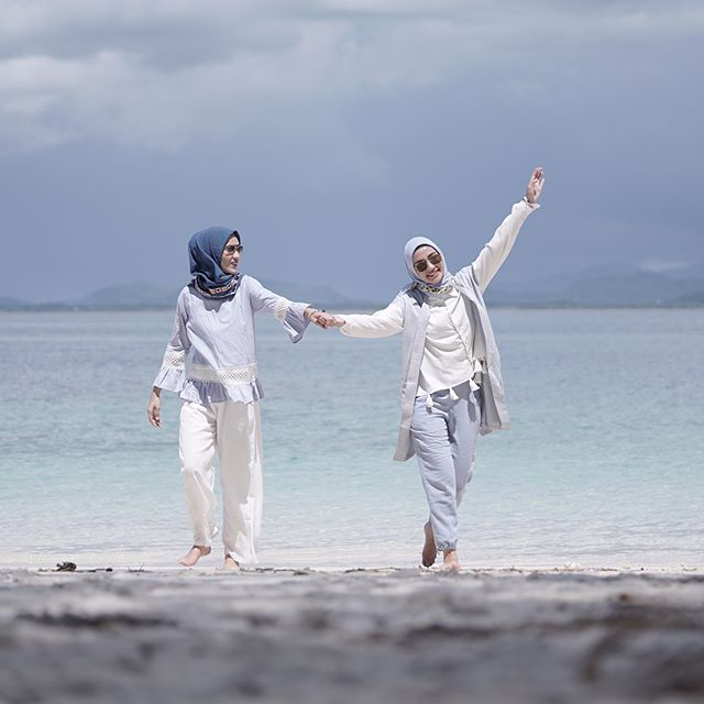 Ladies, pada bulan Ramadan pasti kita dipertemukan dengan teman-teman baru yang membuat Ramadan kita menjadi lebih berwarna dan penuh kebahagiaan. Yuk ikuti 30 Hari Berbuka bersama @wardahbeauty dengan posting fotomu bersama teman barumu dan share apa yang kamu temukan dari teman barumu beberapa bulan ini? For more info check Instagram @wardahbeauty Ladies !