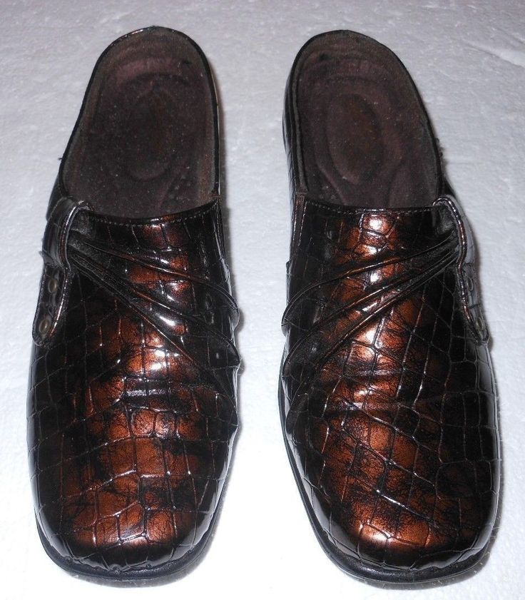 EASY STREET SHOES WOMEN'S MULES SIZE 8 MED BROWN EMBOSSED MM MATERIAL