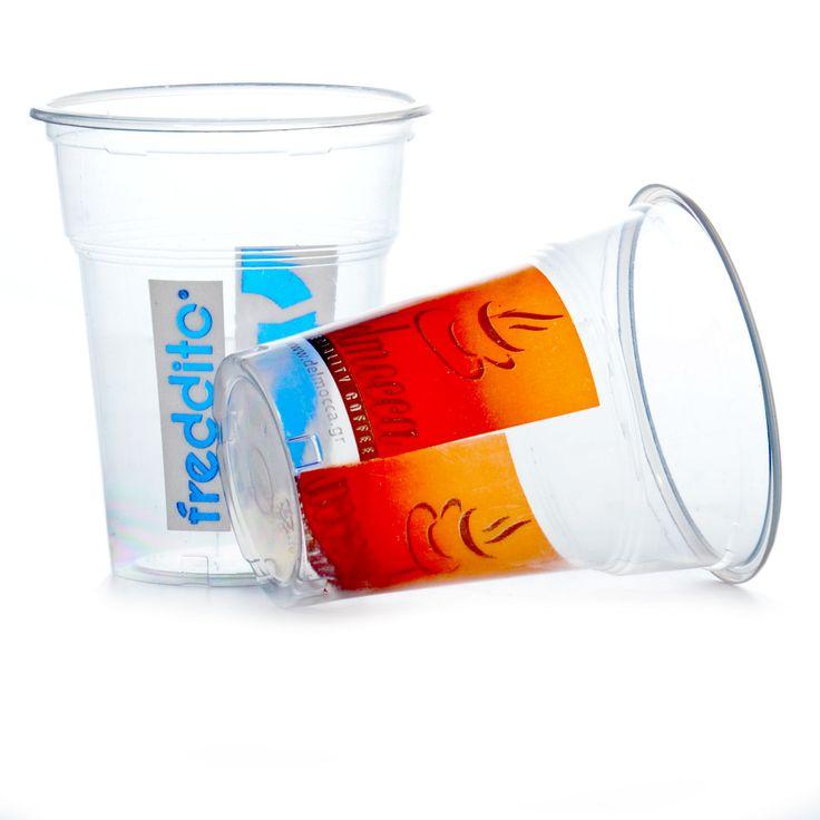 Clear Cups 0,3 Liter Becher Bedrucken mit ihrem individuellen Design oder Firmen Logo. Trinkbecher PET Qualitative hochwertige Plastikbecher 9g der Becher glasklar und bruchfest für den Gebrauch vom Smoothie, Obstsäfte, Milchshakes oder Obst - Dessert sehr beliebt. Der Plastiktrinkbecher ist sehr stabil für den Einsatz im Eiscafé für Eisschokoladen oder diverse exotische Cocktails. Passend zum Becher haben wir auch gewölbte Domdeckel mit oder ohne Loch in PET glasklar.