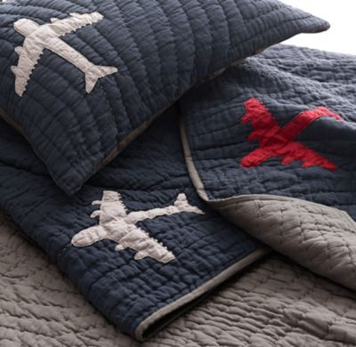 Vintage-Washed Airplanes Quilt - Love the vintage planes and how simple it is.