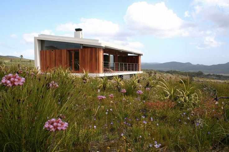 Farm 215 Nature Retreat & Fynbos Reserve is an inspiring sustainable destination, situated 20km from the fishing town of Gansbaai in the Uilkraal Valley between Stanford and Cape Agulhas in the Western Cape's unspoiled Southern Overberg.