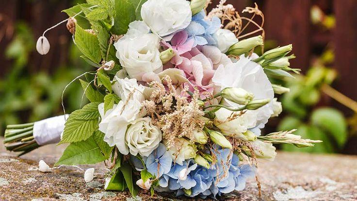Al margen de los cuidados que demos al ramo de flores para prolongar su conservación, siempre podemos recurrir a preservarlo para guardarlo como recuerdo