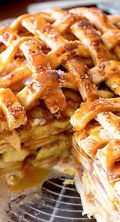 Salted Caramel Apple Pie (apple desserts, apple recipes, summer desserts)