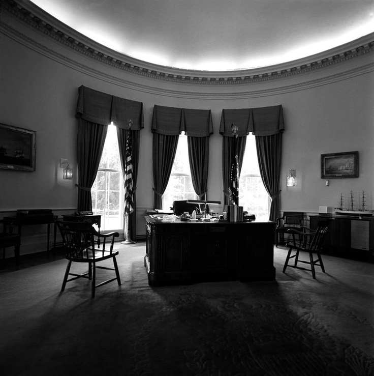 amazoncom white house oval office. wide shot of oval office white house washington dc showing two silver amazoncom