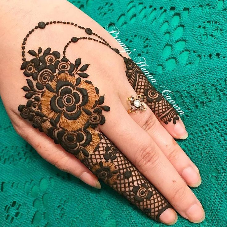 "2,169 Likes, 8 Comments - @inspirationalhenna on Instagram: ""Stunning!! @hennabysadaf ❤❤❤❤❤❤❤❤❤❤ @sheffield_mehndiartist @autumnhenna @elliesdose…"""
