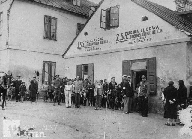 Jews are lined up in front of a public kitchen sponsored by the Jewish social welfare office in the Biala Podlaska ghetto