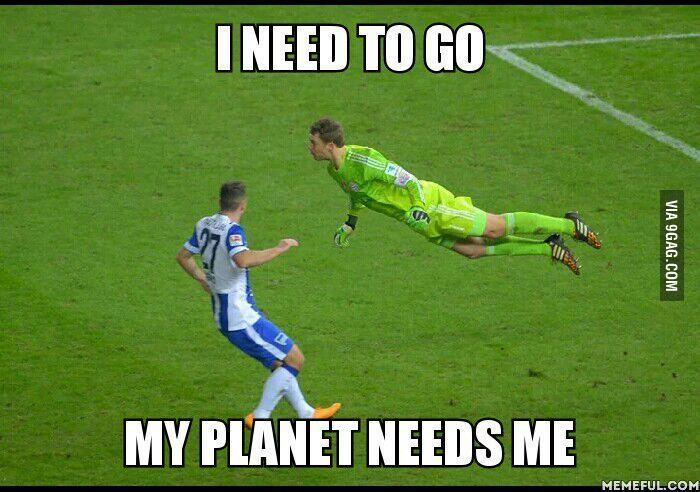 Ist es ein Vogel, ist es ein Flugzeug? Nein, es ist Supermanu, Manuel Neuer! #Bundesliga