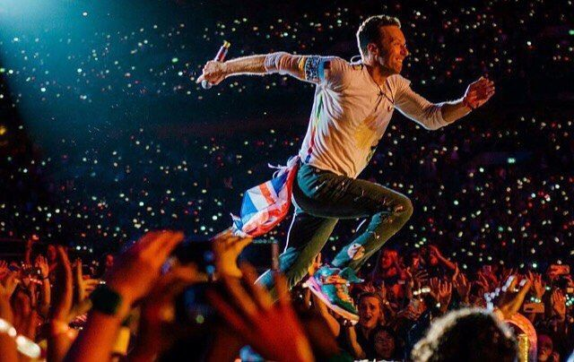 """Chris running faster than the Speed Of Sound through the crowd • #qotd """"If you love me won't you let me know"""" ~ Violet Hill  • #Coldplay #chrismartin  #guyberryman #willchampion #jonnybuckland #coldplayaheadfullofchrismartin"""