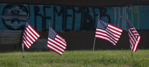 granite mountain hotshots   Prescott High School with a banner to honor 19 fallen Granite Mountain ...