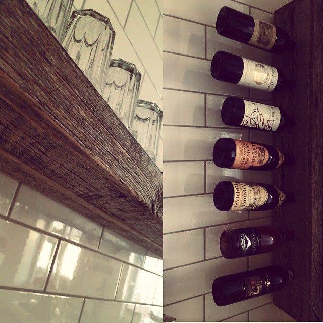 #hylle og #vinhylle i #gamlematerialer #drivved #drivvedland #gjenbruksmaterialer #påbestilling #allemål #håndlagetavoss #barefordeg #bærekraftig www.drivved.no