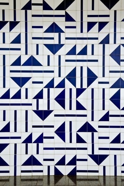 Blue and white geometric tile. Athos Bulcão.