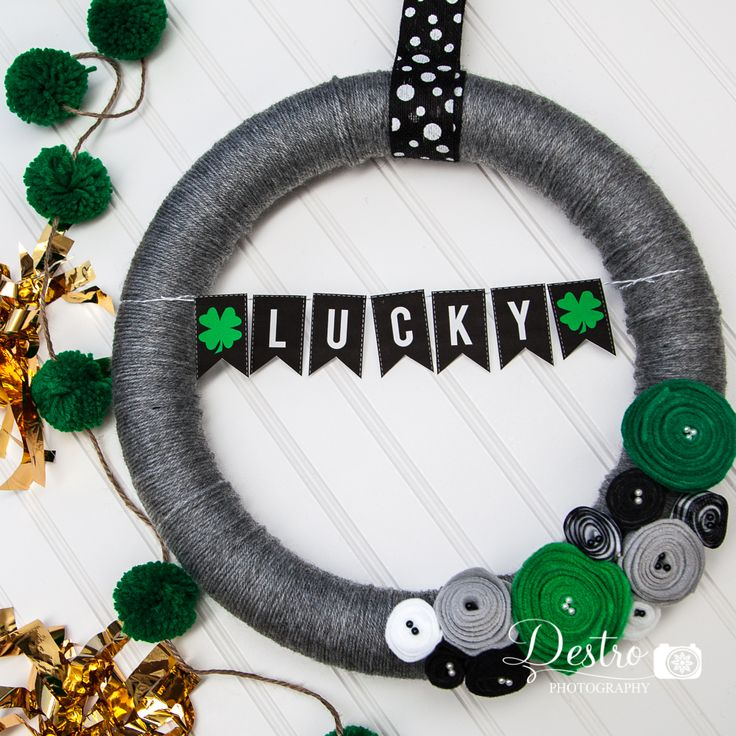 St. Patrick's Day LUCKY wreath with free printable banner