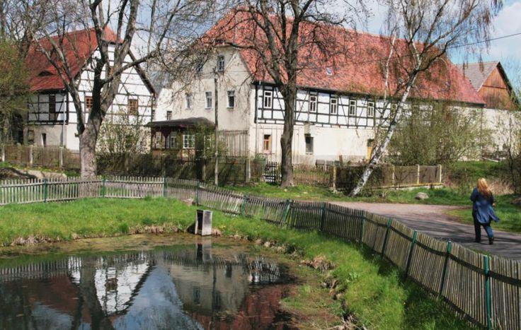 """Auterwitz - unser mit kaum vierzig Einwohnern kleinstes """"Schönstes Dorf"""" gehört zur Gemeinde Zschaitz-Ottewig. Typisches, bäuerlich geprägtes Dorf der Lommatzscher Pflege."""