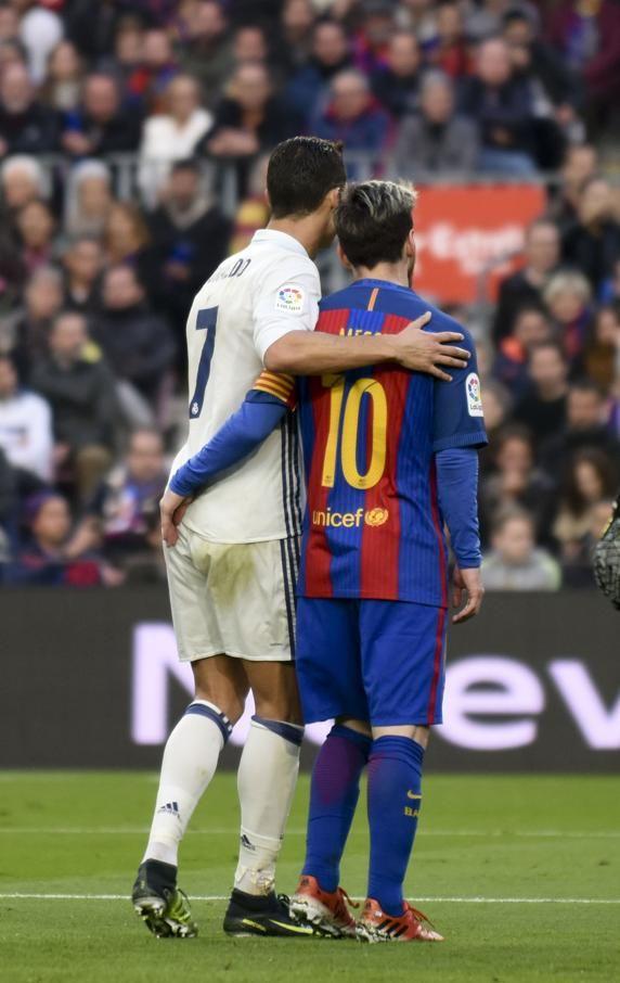 Cristiano y Messi durante el Clásico FC Barcelona Real Madrid. FOTO de Manel Montilla MD.
