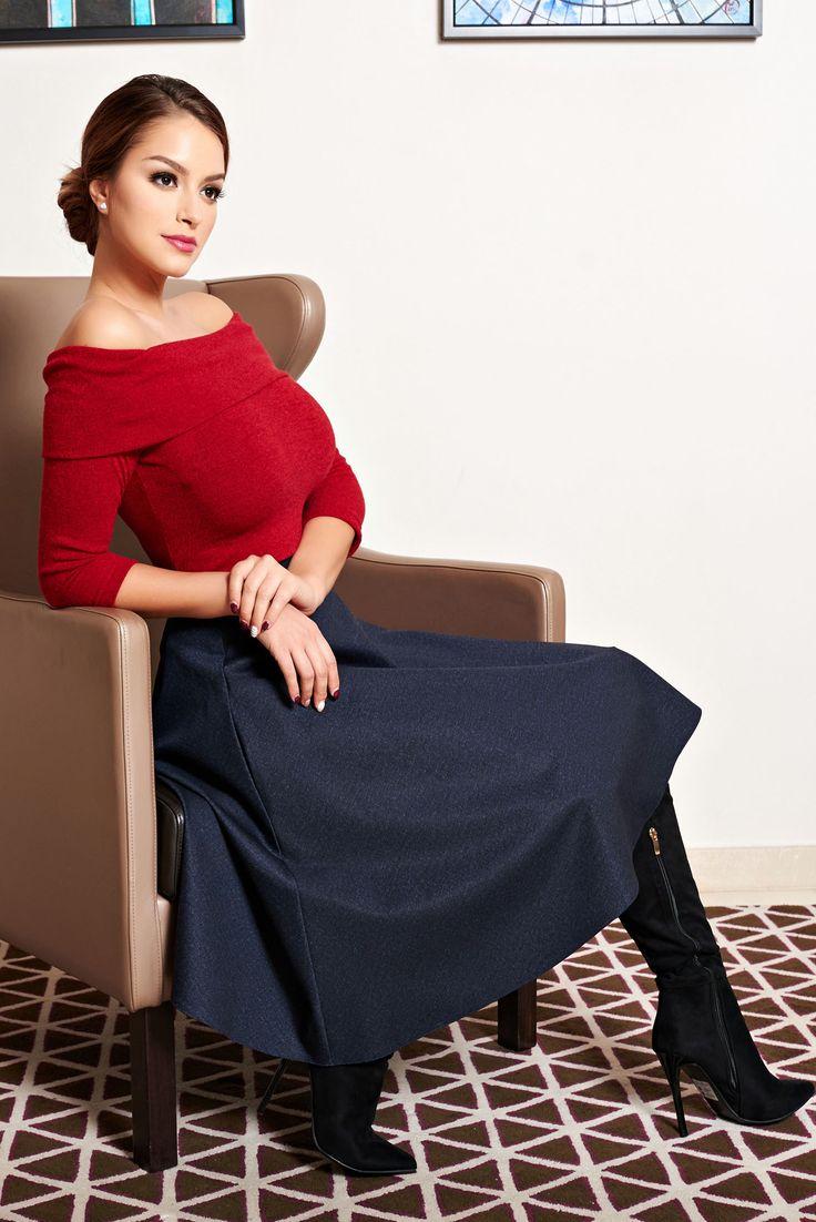 Bluza StarShinerS Diva Spirit Sensation Red. Bluza tricotata, pe umeri, cu un croi inedit si sexy. O poti asorta la o fusta in clos, in stilul anilor 80 intr-o culoare contrastanta, pentru un look veritabil, de lady. Se potriveste pentru zilele friguroase de toamna/iarna.