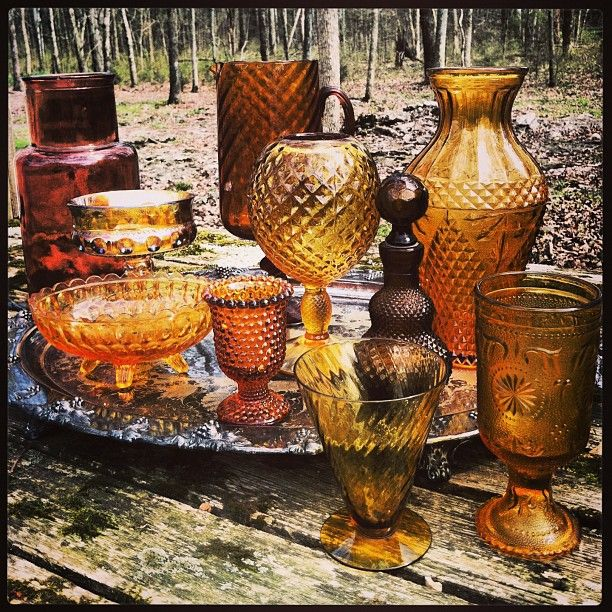 Vintage amber glass for your tablescapes | #vintage #weddings #tablescapes