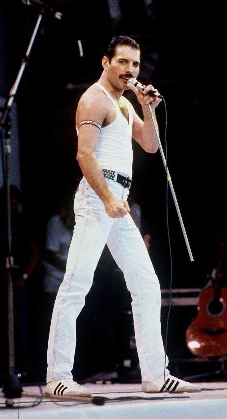 15/07/1985. Queen lead singer Freddie Mercury.