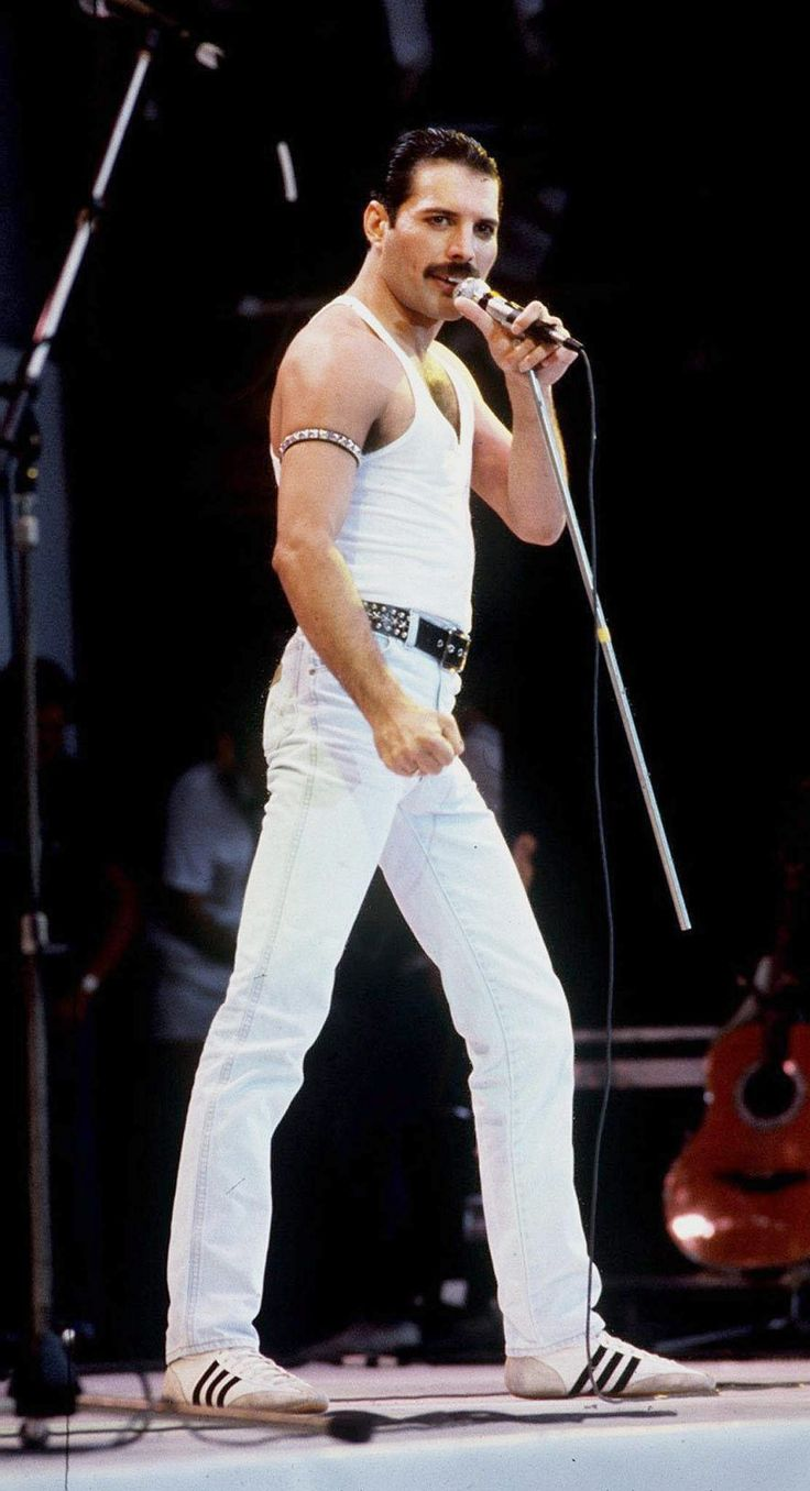 the band queen Freddie mercury is best known as one of the rock world's most versatile and engaging performers the music of mercury's band, queen 1946, in zanzibar, tanzania as the frontman of queen, freddie mercury was one of the most talented and innovative singers of the rock era he spent.