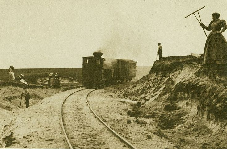 The local island train on Sylt, 1894. (Photography by Wilhelm Dreesen)