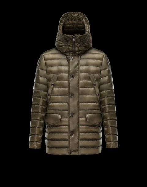 Discover PLUTON in Raincoat for Men: find out the product features and shop directly from the Moncler official Online Store.