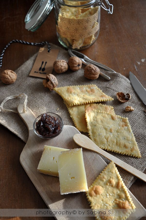 Due bionde in cucina: Crackers alla farina di ceci, riso e timo