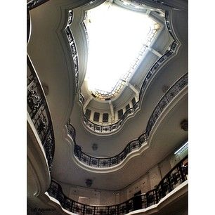Joyas arquitectónicas secretas de Madrid. Interior original de Antonio Palacios, Casa Palazuelo 1919-1921 Photo by @dglezpastor