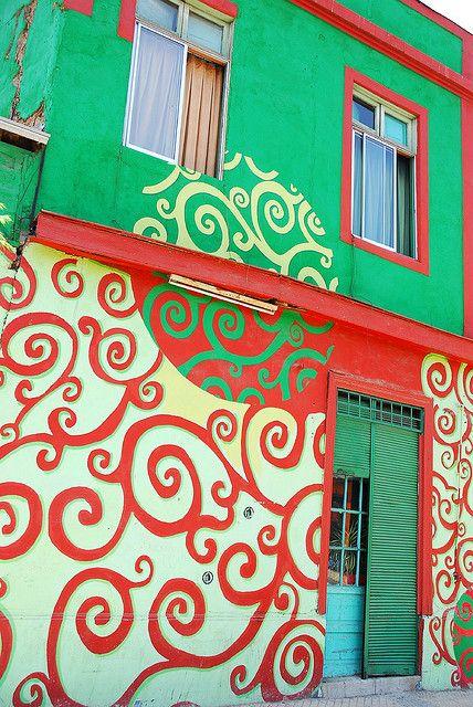Santiago Colors, Chile via flickr. by StevenMiller