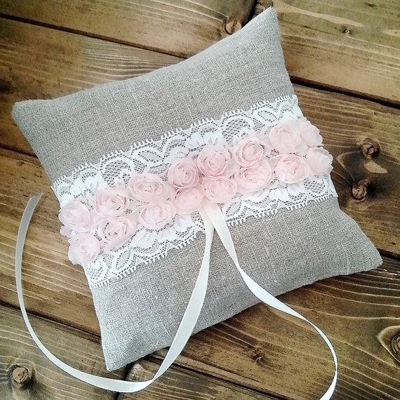 Coussin d'Alliance en tissu gris dentelle et ruban fleurs oreiller de bague de roses, gris avec dentelle et fleurs