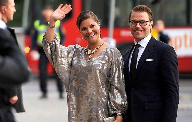 Famous Sweden ROYALTYFamily. Kruununprinsessa Victorian tyyliin on aina kuulunut kiinni olevat hiukset ja leveä hymy. Katso kuvista, miten juuri nyt toista lastaan odottavan Vickanin pukeutuminen on vaihdellut ja kehittynyt vuosien varrella. LoVe&FOLLOW. Smile