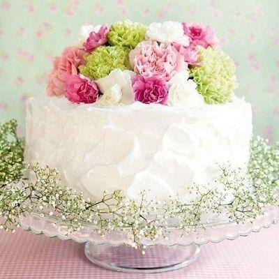 Torta nuziale estiva, torta nuziale bianca con fiori rosa, fuxia, verdi, wedding cake