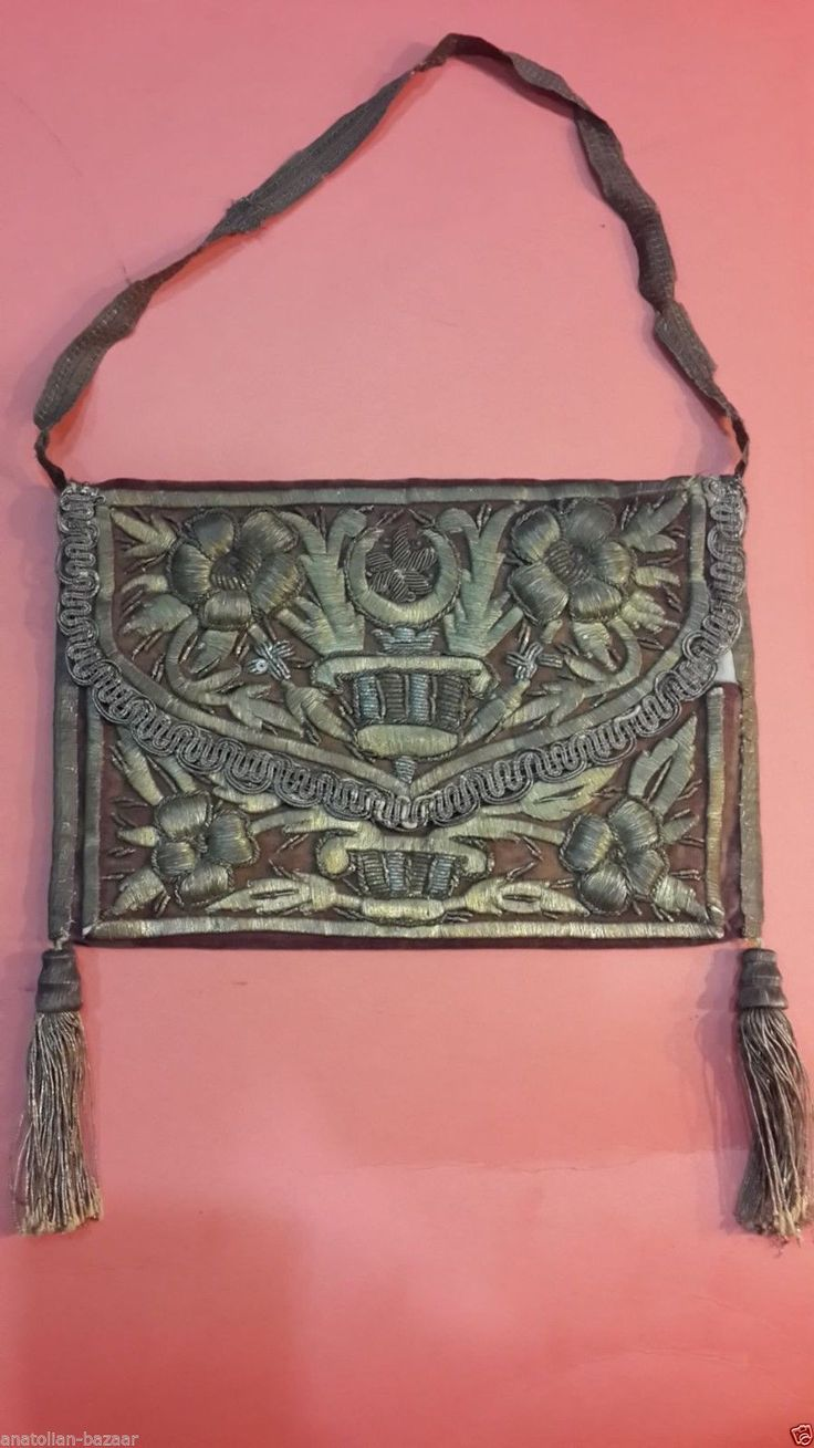 Late-Ottoman women's handbag. Ca. 1900. Embroidered velvet; technique: 'Maraş işi'. The larger segments are raised, by working the goldwork embroidery over a card (board) foundation.