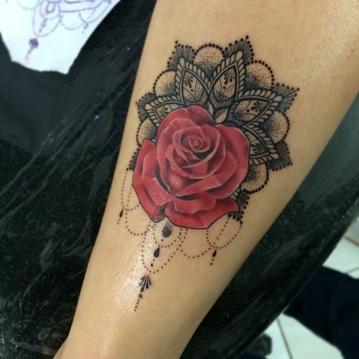 Tattoo rose mandala
