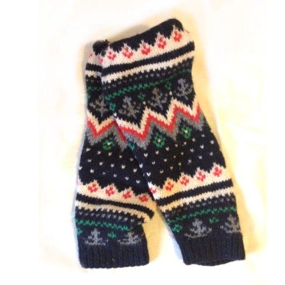 木の柄のジャガード編みのレッグウォーマーです。ざっくりとしたボリュームある足元を作りたい時にぴったり。丈:42cm素材:毛100%|ハンドメイド、手作り、手仕事品の通販・販売・購入ならCreema。