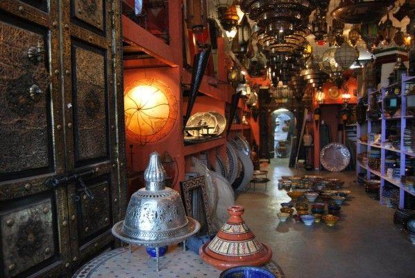 Marokkaanse Mozaiektafels, zilveren dienbladen, lantaarns, oosterse lampen & aardewerk uit Marokko