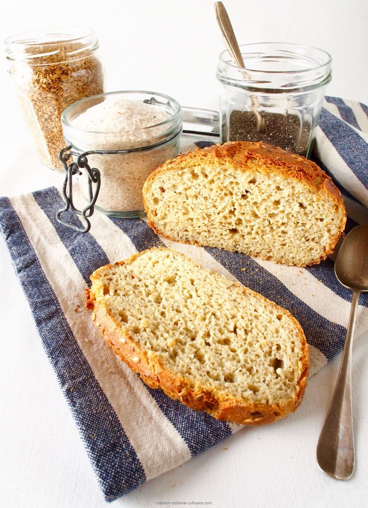 """Vous l'attendiez cette recette de pain sans gluten à la """"poudre magique""""! Je vous conseille fortement de la tester : la texture de la mie est très moelleuse et le pain se conserve plusieurs jours sans peine… Un régal et une vraie réussite, ceci grâce au mélange de graines de lin, chia »more"""
