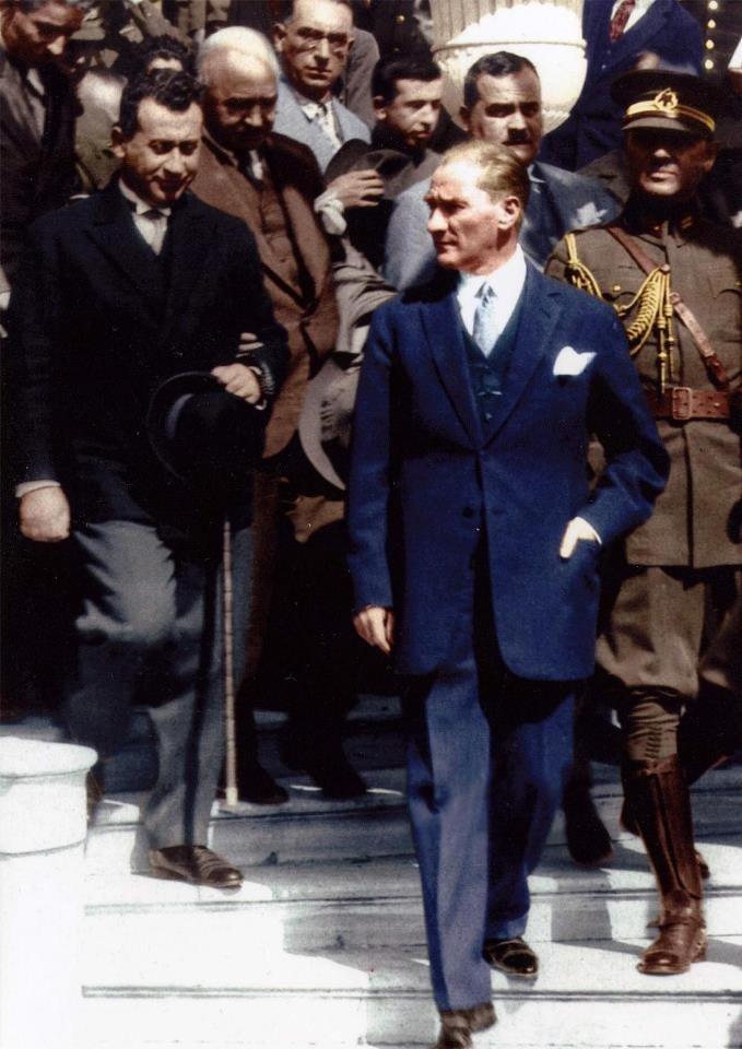 Atatürk - bir devlet adamının sahip olması gereken tüm erdemleri bünyesinde toplamış yegane şahsiyet