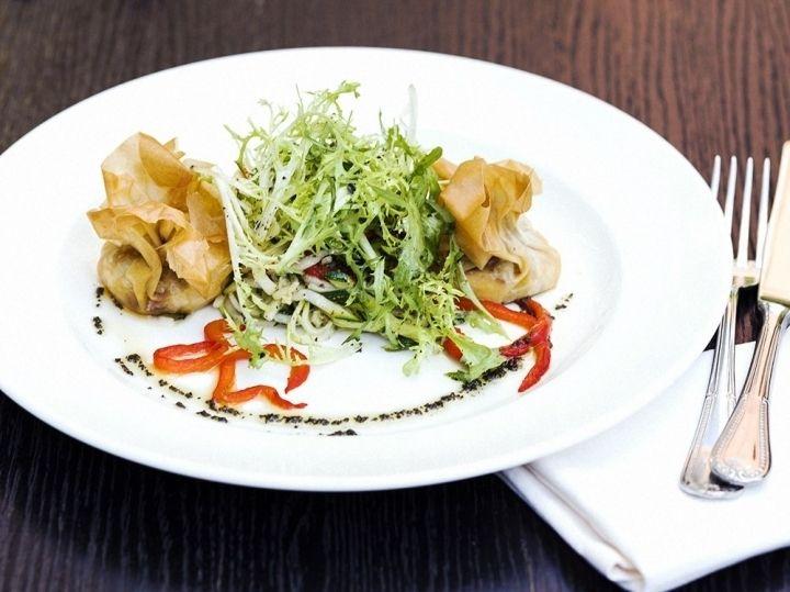 Теплый салат со спагетти из цукини и козьим сыром - рецепт - как приготовить - ингредиенты, состав, время приготовления - Леди Mail.Ru