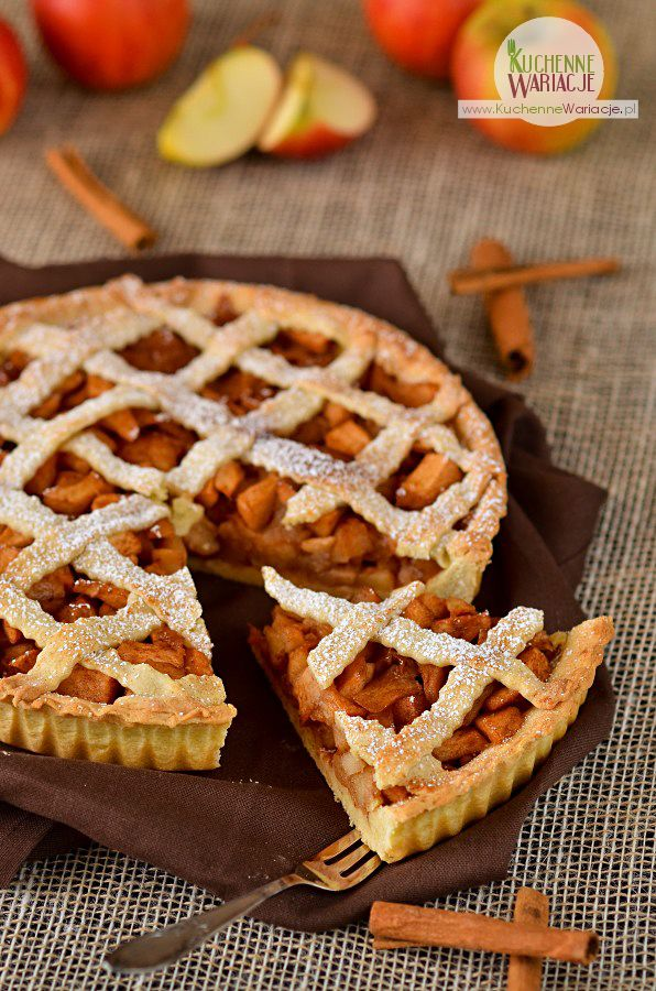 """My to takie maniaki muffinkowo - tartowe jesteśmy więc dzisiaj kolejny wypiek z tego """"gatunku"""" czyli tarta z jabłkami i cynamonem :) Składniki na ciasto: - 2,5 szklanki mąki pszennej - 1/2 kostki masła - 3 jajka - 3/4 szklanki cukru pudru - szczyp"""