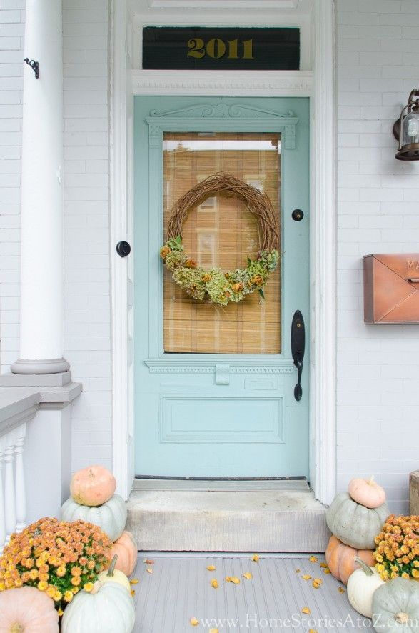 Farmhouse style fall porch decorating ideas. Click for door color.