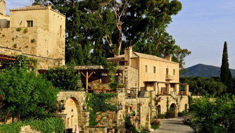 """Umgeben von satten Weinbergen, Oliven- und Zitronenhainen liegt das """"Kinsterna Hotel & Spa"""" idyllisch eingebettet in eine typisch griechische Landschaft an der Südspitze der Halbinsel #Peloponnes. http://www.ewtc.de/Griechenland/Peloponnes/Hotel/Kinsterna-Hotel-Spa.html"""