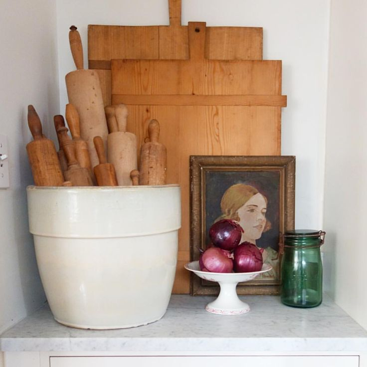 Love the piccie and the bowl. Instead of rolling pins, wooden spoons