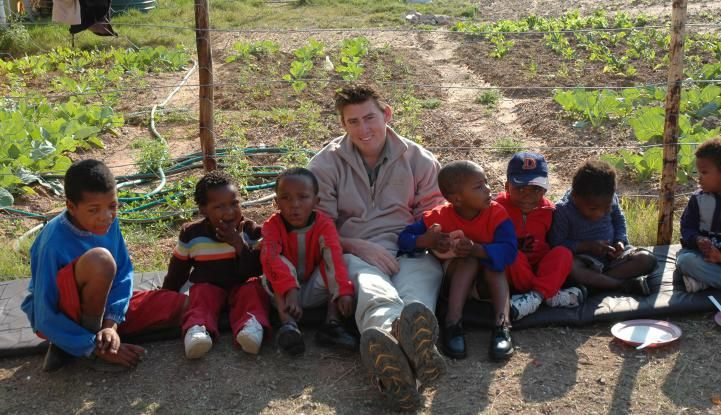 Community outreach in the local school is an enjoyable and rewarding opportunity for our volunteers at Amakhala