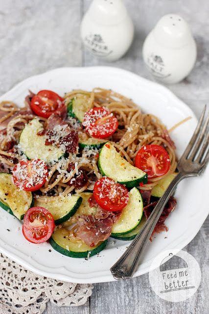 Feed Me Better: Lekki makaron z szynką parmeńską.
