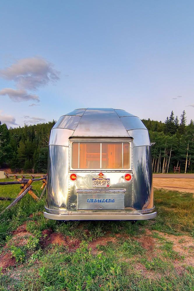 17 ideas about airstream flying cloud on pinterest air for Airstream christmas decoration