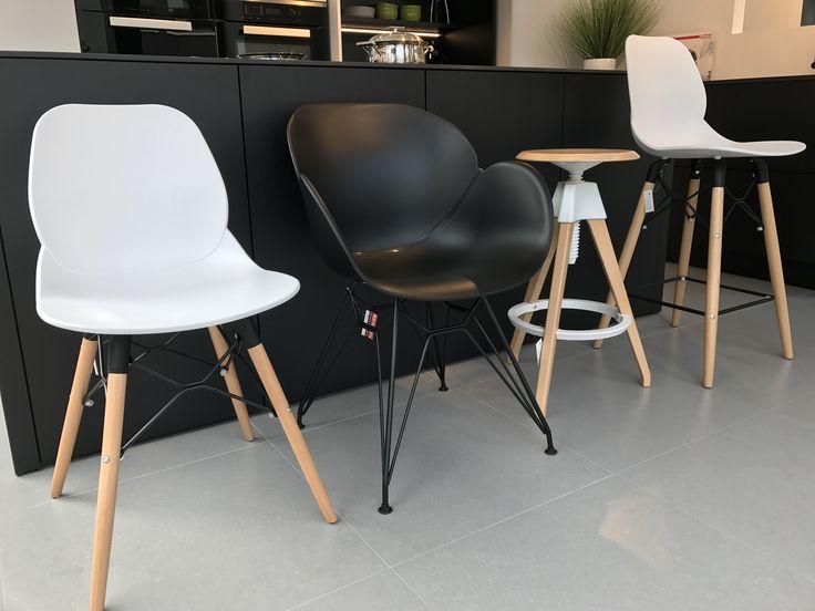 Nieuw bij Keukens & Interieur Ranson, deze 4 betaalbare designstoelen, kom dat afchecken... wink-emoticon;-)  #stoel #keukenstoel #Kortrijk www.keukensranson.be — bij Keukens Ranson.