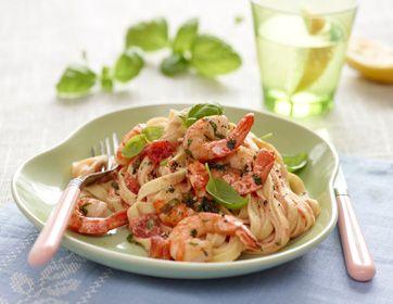 Hvidløgsmarinerede rejer med pasta og hvidvinssauce