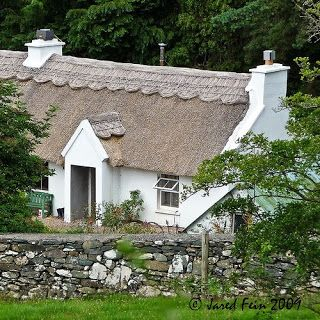 Irish Farmhouse Decor | Unique Irish cottage with a great thatched roof